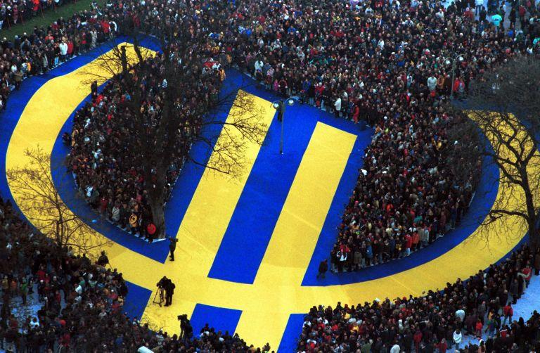 Πέτερ Μπόφινγκερ: «Αυξάνεται ο κίνδυνος να διαλυθεί η ευρωζώνη»   tovima.gr
