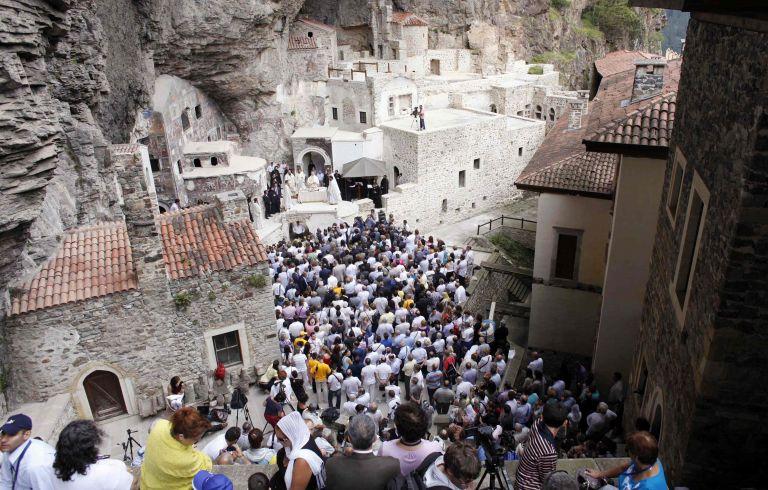 Για τρίτη συνεχόμενη χρονιά η λειτουργία στην Παναγία Σουμελά | tovima.gr