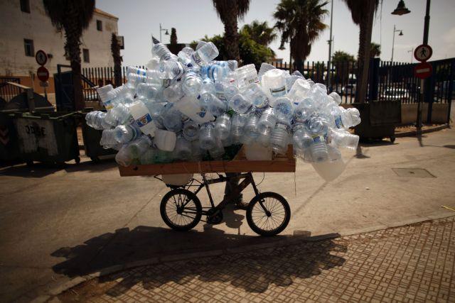 Η νέα ευρωπαϊκή στρατηγική για τη μείωση των πλαστικών στην ΕΕ   tovima.gr