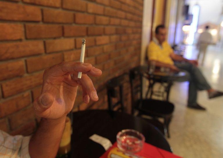 Κι όμως μειώθηκαν οι καπνιστές | tovima.gr