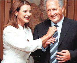 <b>Κατερίνα Μπατζελή</b> «Ρωτήστε τους συνεργάτες του Πρωθυπουργού» | tovima.gr