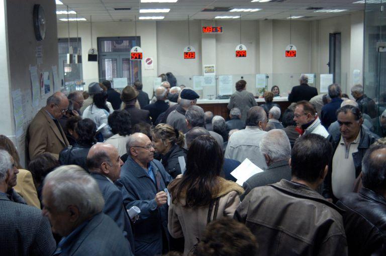 Ως 10% μειώνει  τις συντάξεις  ο ΛΑΦΚΑ | tovima.gr