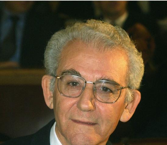 <b>Παναγιώτης Μουλλάς</b>«Έφυγε» ο δάσκαλος των Νεοελληνικών Σπουδών   tovima.gr