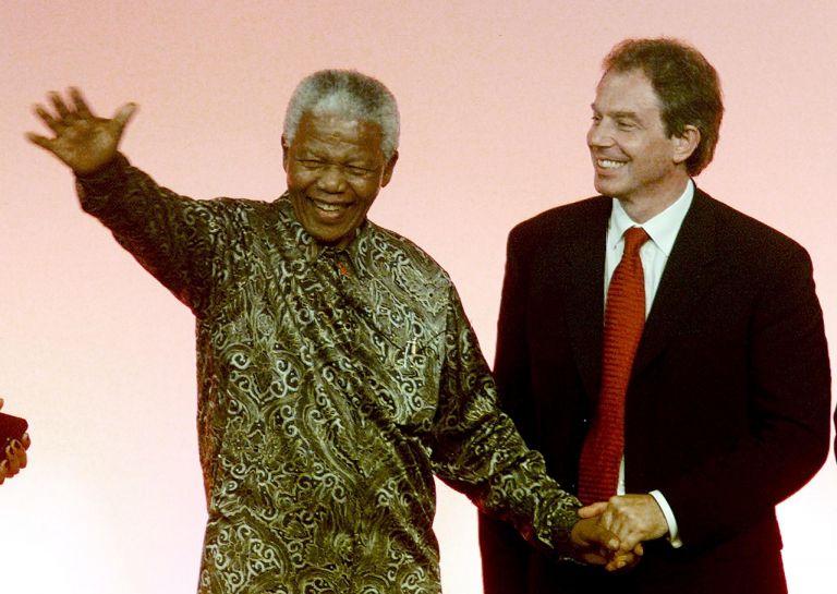 <b>Νέλσον Μαντέλα</b> Οργισμένος με τον Τόνι Μπλερ  μετά την εισβολή στο Ιράκ | tovima.gr