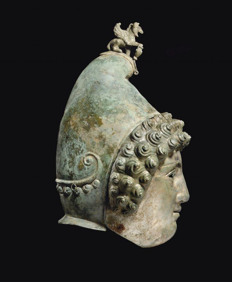 <b>Βρετανία</b> Σπάνιο ρωμαϊκό κράνος ανακαλύφθηκε  με ανιχνευτή μετάλλων | tovima.gr