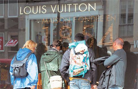 Η κρίση προσπέρασε τη Louis Vuitton   tovima.gr