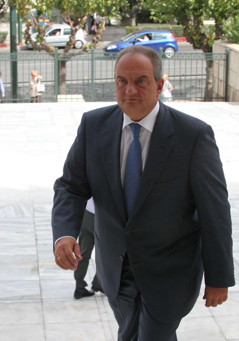 Χωρίς δηλώσεις ψήφισε ο Kώστας Καραμανλής   tovima.gr