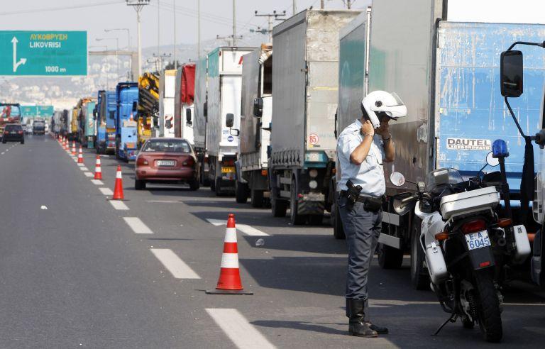 Τη συνέχιση των κινητοποιήσεων αποφάσισαν οι ιδιοκτήτες φορτηγών | tovima.gr
