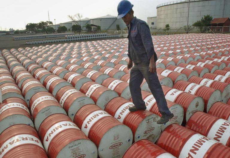 Αναβάλλεται για τον Οκτώβριο του 2011 η εξίσωση του φόρου στο πετρέλαιο   tovima.gr