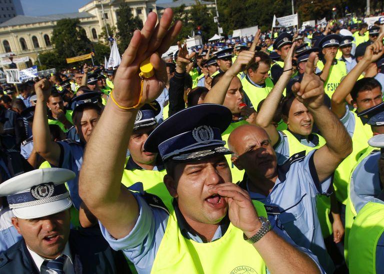 <b>Ρουμανία </b> Διαδήλωσαν πέντε χιλιάδες αστυνομικοί για μειώσεις μισθών   tovima.gr