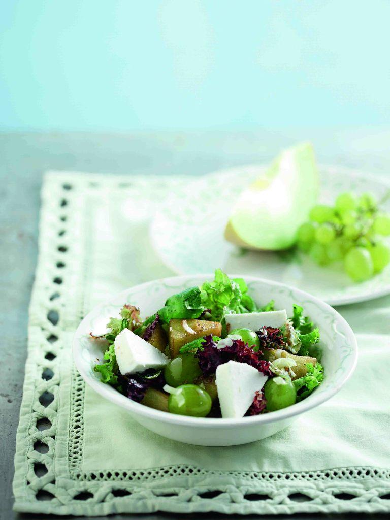 Σαλάτα με φρούτα και μανούρι | tovima.gr