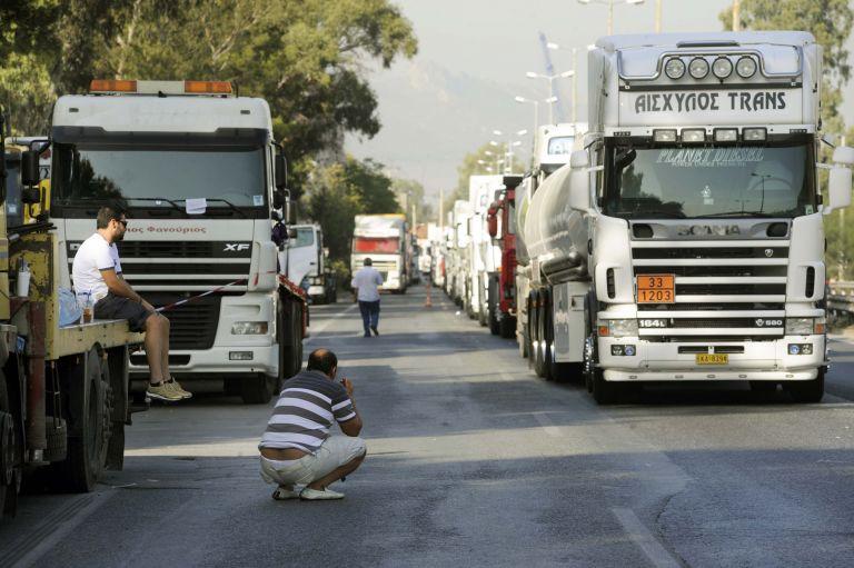 Αφαίρεση άδειας και φυλάκιση 5 ετών σε ιδιοκτήτες φορτηγών που δεν επιστρέφουν στα καθήκοντά τους | tovima.gr