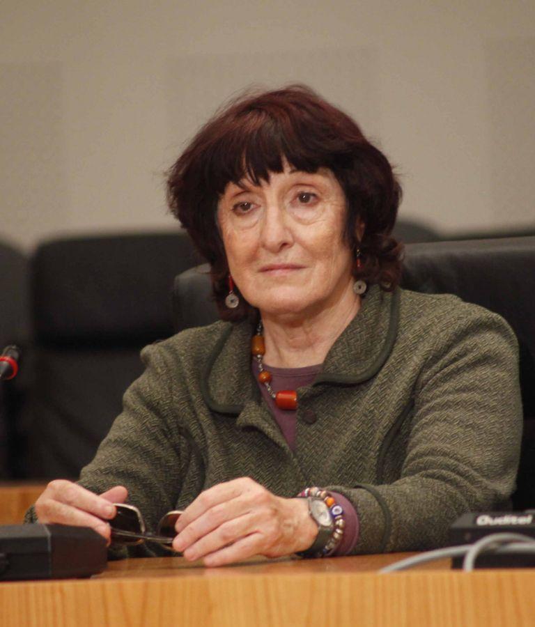 Ελένη Πορτάλιου: «Απέναντι στη βία της αγοράς, θα υπάρξουν σφεντόνες»   tovima.gr