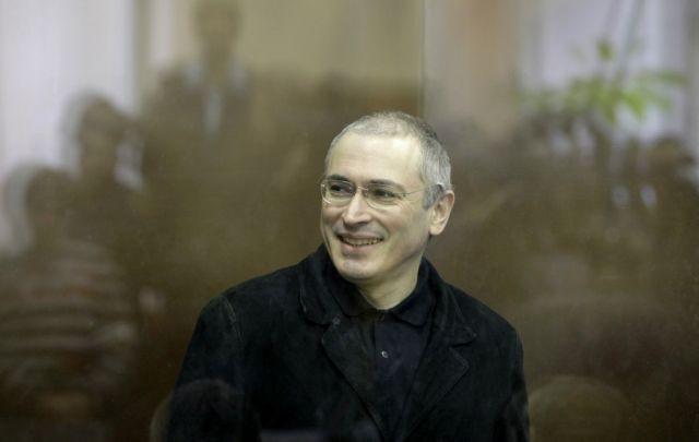 Ρωσία: Το 47% εγκρίνει την απόφαση Πούτιν για χάρη στον Χοντορκόφσκι | tovima.gr