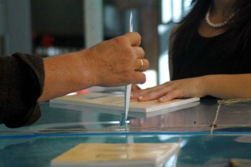 Στο 3,1% το προβάδισμα του ΠΑΣΟΚ σύμφωνα με νέα δημοσκόπηση | tovima.gr
