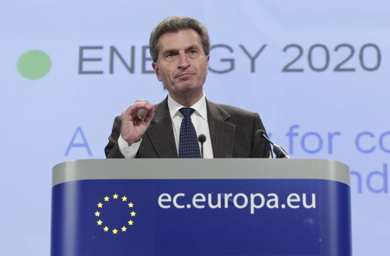 Ετινγκερ: Περισσότερους πόρους για το προσφυγικό θα χρειαστεί η ΕΕ | tovima.gr