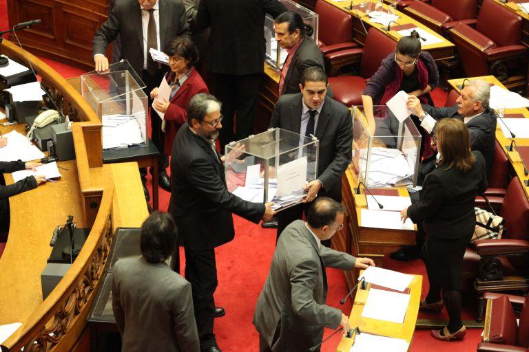 Η Ολομέλεια της Βουλής θα αποφασίσει για το πόσες κάλπες θα στηθούν για την προανακριτική   tovima.gr