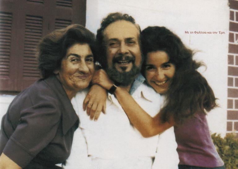 <b>Ερη Ρίτσου </b>«Εγώ γράφω από χόμπι, ο πατέρας μου έγραφε από ανάγκη» | tovima.gr
