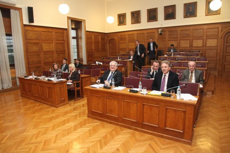 <b>Σκάνδαλο Siemens</b>Το ΠαΣοΚ εμπλέκει πέντε πρώην υπουργούς του και επτά της ΝΔ – Πράσινο το σκάνδαλο υποστηρίζει η ΝΔ | tovima.gr