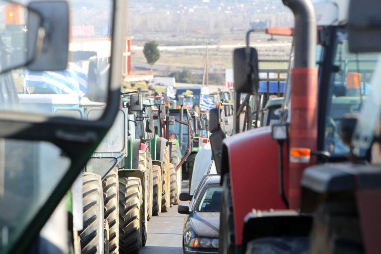 Οι αγρότες επιστρέφουν στους δρόμους από τη Δευτέρα   tovima.gr