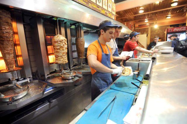 Η κρίση θέλει το σουβλάκι της – κορεσμός από ψητοπωλεία-καφετέριες   tovima.gr