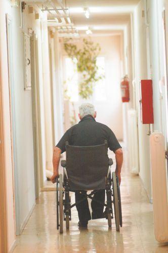 Διαμαρτυρία των ατόμων με αναπηρία για τα προνοιακά επιδόματα | tovima.gr