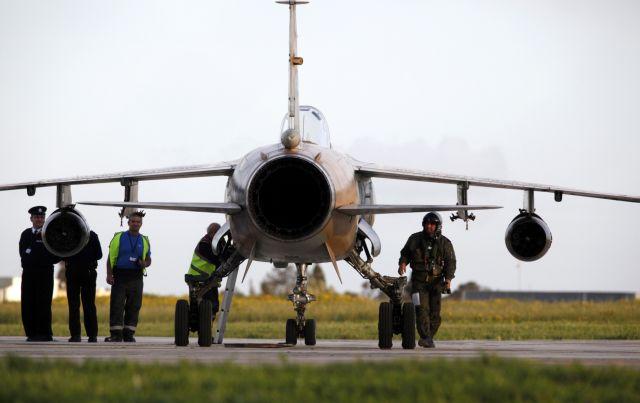 Μαχητικά αεροσκάφη της Λιβύης επιτέθηκαν σε πλοίο χωρίς σημαία   tovima.gr