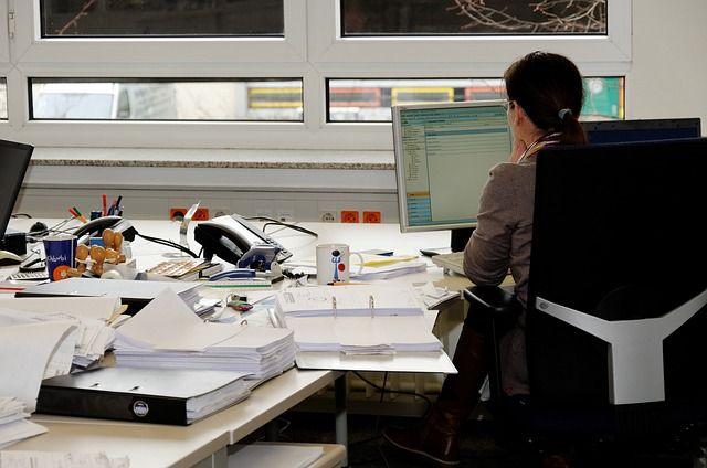«Απλό εγχειρίδιο για σαμποτάζ»: Μήπως ο συνάδελφός σας είναι κατάσκοπος της CIΑ; | tovima.gr
