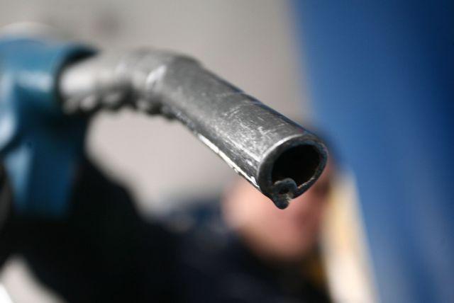 Αστυνομικός «ψώνιζε» καύσιμα στη μαύρη αγορά | tovima.gr