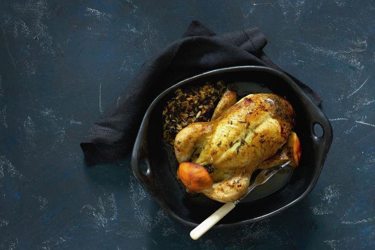 Κοτόπουλο γεμιστό με ρύζι και καυκαλήθρες   tovima.gr