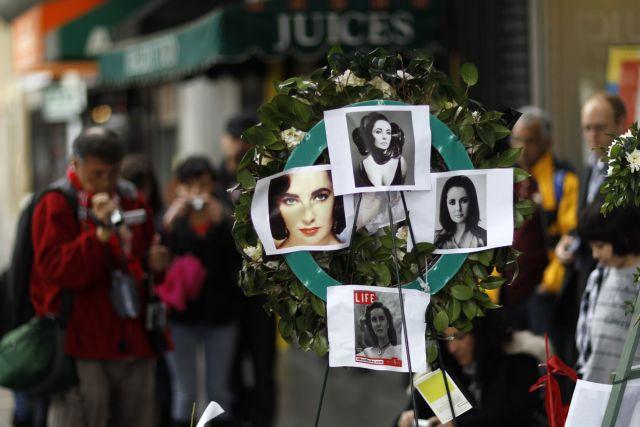 Η Τέιλορ άργησε… στην κηδεία της | tovima.gr