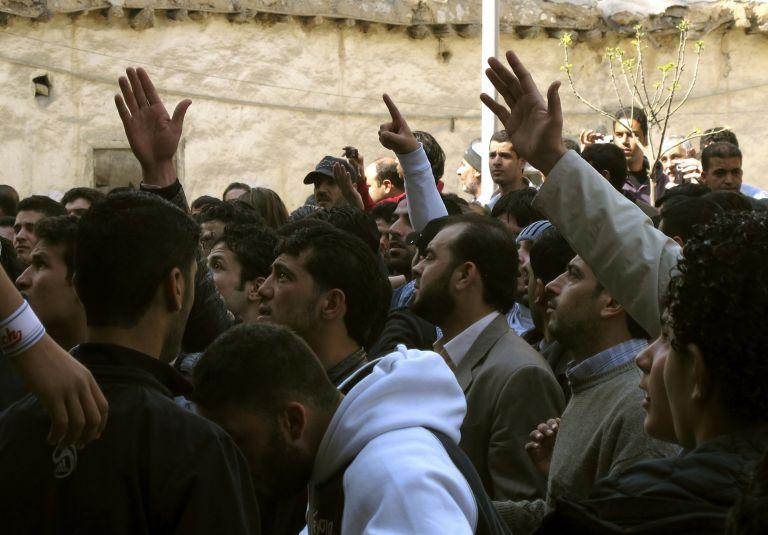 Ενισχύεται η στρατιωτική παρουσία σε δύο πόλεις της Συρίας | tovima.gr