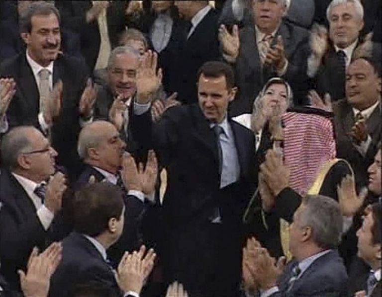 Ο Ασαντ δεν τόλμησε να άρει τον στρατιωτικό νόμο | tovima.gr