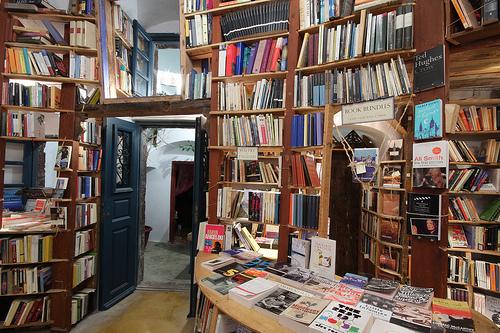 Σώστε το βιβλιοπωλείο Atlantis στη Σαντορίνη! | tovima.gr