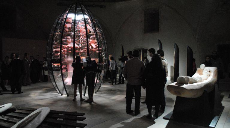 Σύγχρονη τέχνη σε ένα ιστορικό τζαμί | tovima.gr