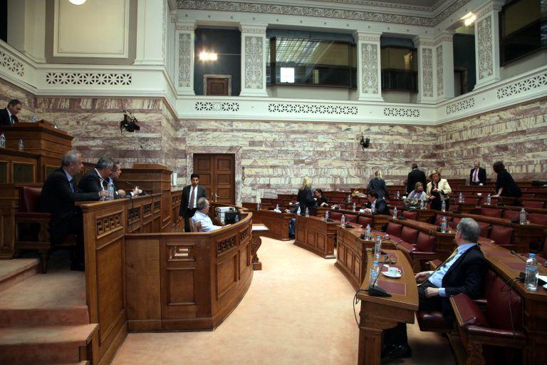Αναγκαιότητα η συναίνεση, υποστηρίζει η κυβέρνηση | tovima.gr