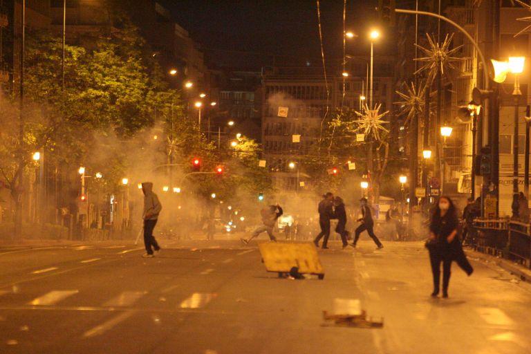 Κλεφτοπόλεμος και επεισόδια στο κέντρο της Αθήνας | tovima.gr