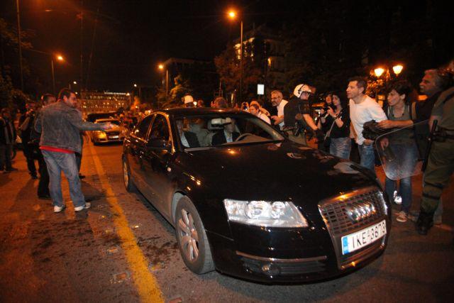 Καταδίκη από Παπουτσή του χθεσινού αποκλεισμού της Βουλής | tovima.gr