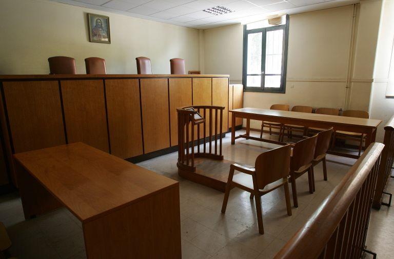 Κλείνουν τα δικαστήρια, παγώνουν πλειστηριασμοί και εξώσεις | tovima.gr