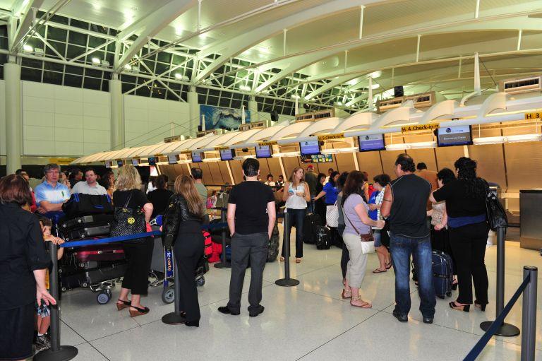 Τέσσερα άτομα με κλοπιμαία συνελήφθησαν στο αεροδρόμιο | tovima.gr