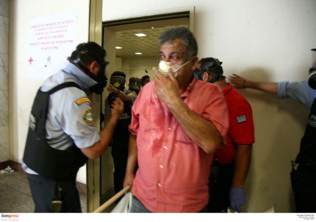 «Η αστυνομία μετέτρεψε τον σταθμό του Συντάγματος σε θάλαμο αερίων»   tovima.gr