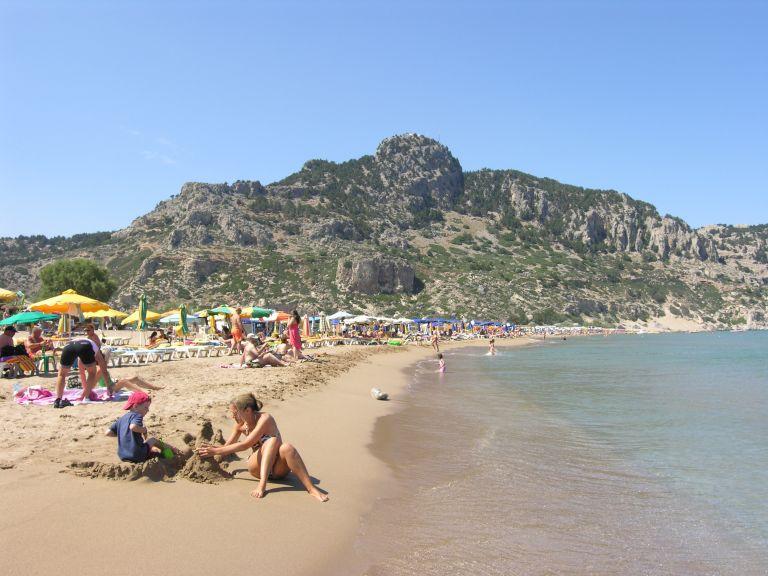 Πτώση 4,9% σε αφίξεις τουριστών το πρώτο εξάμηνο του 2012 | tovima.gr
