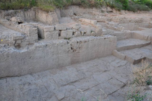 Στο  φως το  αρχαίο  τείχος της Κορίνθου | tovima.gr