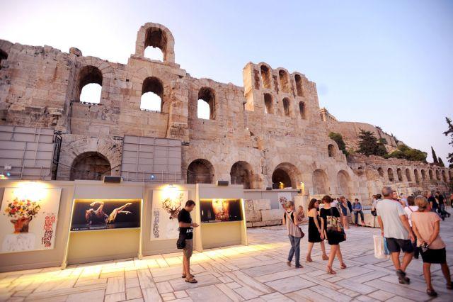 «Ναι» του ΚΑΣ για επίδειξη μόδας στο Ηρώδειο του οίκου Zeus and Dione | tovima.gr
