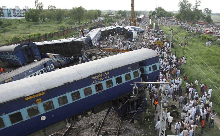 Διπλή τραγωδία στην Ινδία από εκτροχιασμούς τρένων | tovima.gr