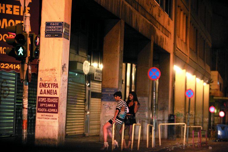 Πέντε πελάτες των ιερόδουλων βρέθηκαν θετικοί στον ιό του AIDS | tovima.gr