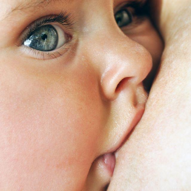 Ο θηλασμός «φρενάρει» το άσθμα | tovima.gr