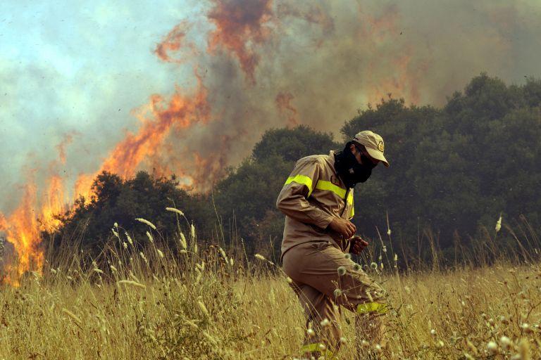 Εντεκα πυροσβέστες και δύο πολίτες τραυματίες στις πυρκαγιές που μαίνονται   tovima.gr