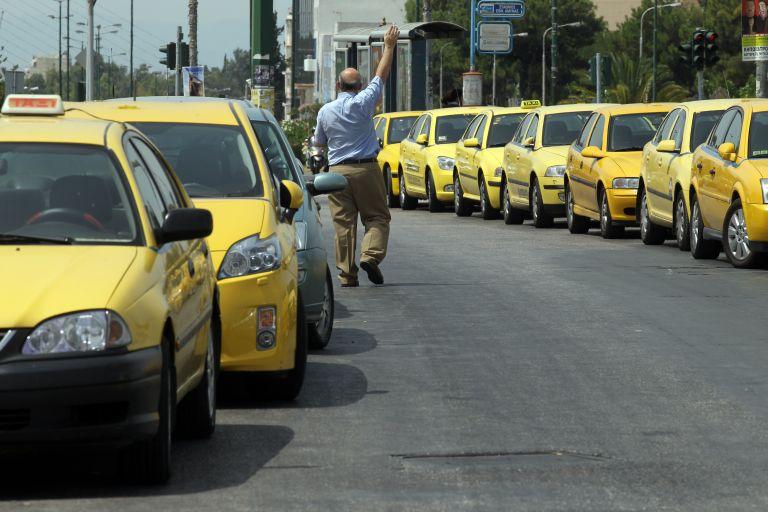Υποχώρηση Βορίδη για τα ταξί μετά το τελεσίγραφο του ΠαΣοΚ | tovima.gr