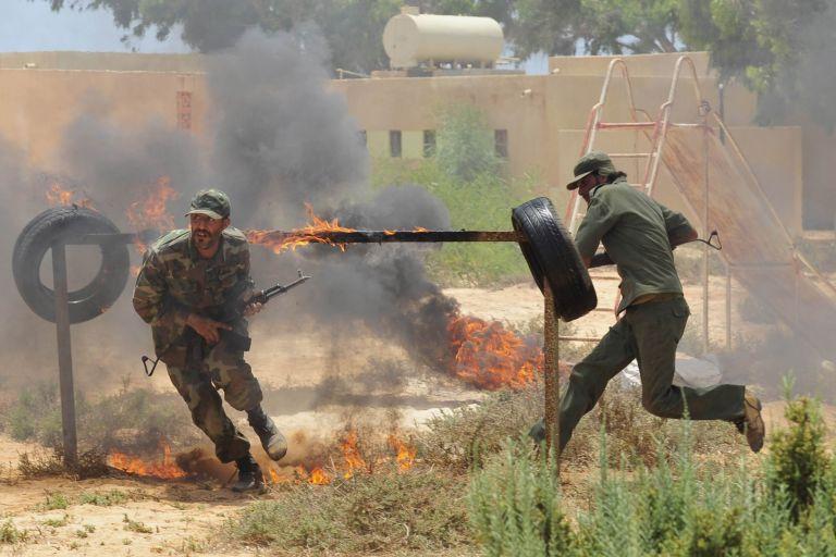 Λίβυοι αντάρτες, έτοιμοι για όλα | tovima.gr